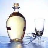 goblets μπουκαλιών στοκ φωτογραφία με δικαίωμα ελεύθερης χρήσης
