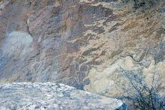 Gobustan刻在岩石上的文字,阿塞拜疆 免版税库存照片