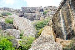 Gobustan刻在岩石上的文字,阿塞拜疆 库存图片