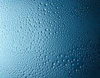 Gocce blu di pendenza immagine stock libera da diritti