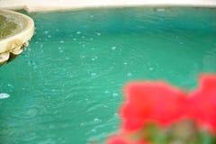 Gocce che spruzzano dalla fontana Fotografia Stock Libera da Diritti