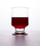 Gocce del bicchiere di vino Immagini Stock