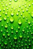 Gocce dell'acqua su superficie metallica immagini stock libere da diritti