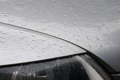 Gocce dell'acqua sull'automobile Immagini Stock Libere da Diritti