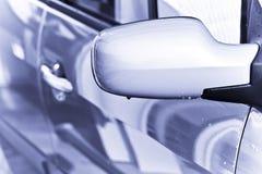 Gocce dell'acqua sullo specchio posteriore Immagine Stock
