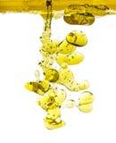 Gocce dell'olio di oliva isolate Immagine Stock