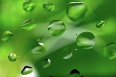 Gocce dell'olio su verde Fotografia Stock