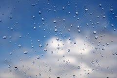 Gocce della pioggia su vetro Immagini Stock Libere da Diritti