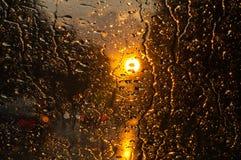 Gocce della pioggia su vetro Immagini Stock