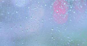 Gocce della pioggia sul vetro video d archivio
