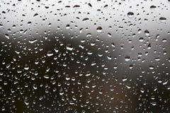 Gocce della pioggia sul vetro di finestra Fotografie Stock Libere da Diritti
