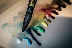 Gocce della pittura e della spazzola Fotografia Stock