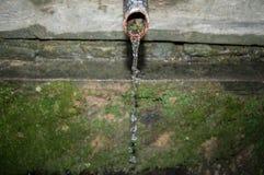 Gocce di acqua dal vecchio lavandino Fotografia Stock Libera da Diritti
