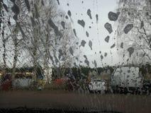 Gocce di acqua e di schiuma sul parabrezza dell'automobile Fotografia Stock Libera da Diritti