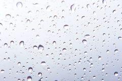 Gocce di acqua, goccioline della pioggia su fondo bianco Illustrazione di Stock