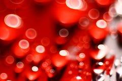 Gocce di acqua rosse della sfuocatura del fondo Immagini Stock Libere da Diritti