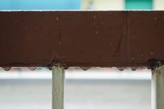 Gocce di acqua sotto l'inferriata Fotografie Stock