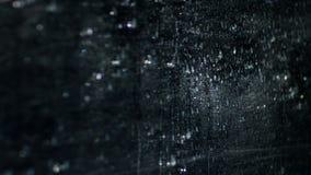 Gocce di acqua su fondo nero astratto archivi video