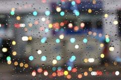 Gocce di acqua su vetro con bokeh Fotografie Stock Libere da Diritti