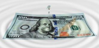 Gocce di acqua sul dollaro Immagini Stock Libere da Diritti