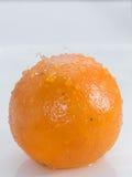 Gocce di acqua sull'arancia Fotografie Stock Libere da Diritti
