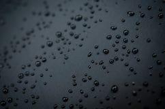 Gocce di acqua sull'ombrello immagine stock