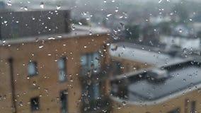 Gocce di acqua sulla finestra stock footage
