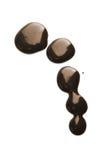 Gocce di cioccolato scure liquide isolate Fotografie Stock Libere da Diritti