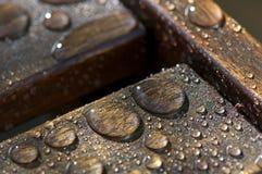 Gocce di legno dell'acqua della mobilia Fotografia Stock