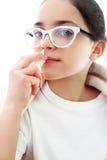 Gocce di naso malate della sgocciolatura della ragazza Immagini Stock