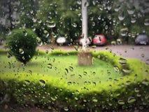 Gocce di pioggia, doccia, acquazzone, acquerugiola, doccia di pioggia Immagini Stock