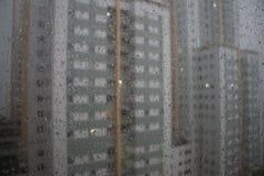 Gocce di pioggia su un vetro fotografia stock libera da diritti