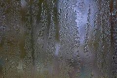 Gocce di pioggia su un vetro di finestra Immagini Stock Libere da Diritti