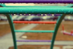 gocce di pioggia sul campo da giuoco Fotografia Stock Libera da Diritti