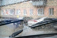 Gocce di pioggia sul vetro dell'automobile Fotografia Stock Libera da Diritti