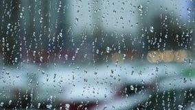 Gocce di pioggia sul vetro di finestra 4K Immagini Stock Libere da Diritti