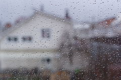 Gocce di pioggia sulla finestra immagine stock libera da diritti