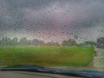 Gocce di pioggia sulla finestra Fotografie Stock Libere da Diritti