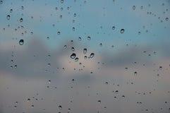 Gocce di pioggia sulla macro della finestra Fotografia Stock