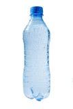 Gocce sulla bottiglia di acqua di plastica. Fotografia Stock