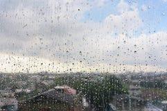 Gocce sulla finestra fotografie stock
