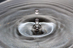 Goccia congelata dell'acqua fotografie stock libere da diritti