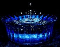 Goccia dell'acqua blu fotografie stock