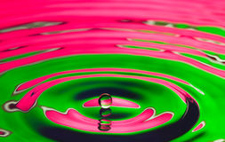 Goccia dell'acqua con le ondulazioni Fotografia Stock