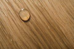 Goccia dell'olio una superficie di legno Immagine Stock Libera da Diritti