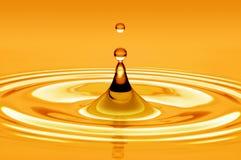 Goccia dell'oro dell'acqua Fotografie Stock Libere da Diritti