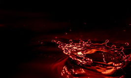 Goccia di acqua con spruzzata immagine stock libera da diritti