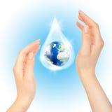 Goccia di acqua con terra. immagine stock