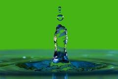 Goccia di acqua e spruzzata Fotografie Stock