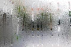 Goccia di acqua sulle finestre di vetro immagine stock libera da diritti